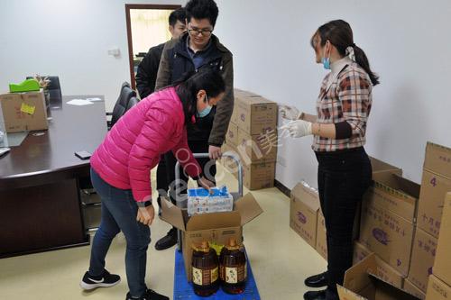 心系员工 温暖春节 广州人福医疗为全体员工发放春节慰问品